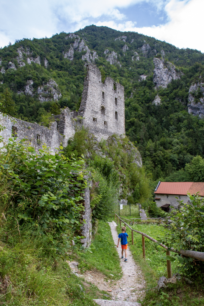 De ruïne van Kamen