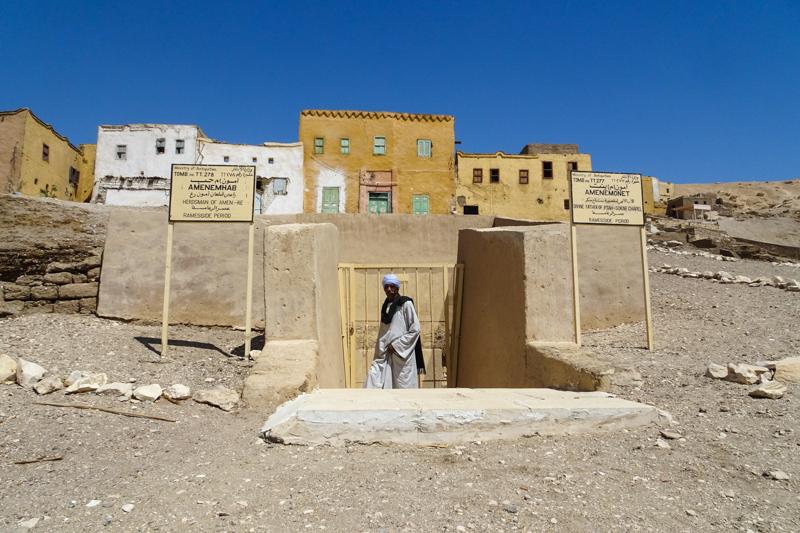 Graven bij Qurnet Murai