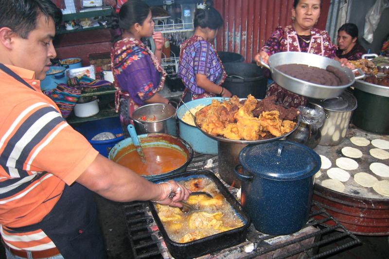 Een kleurrijke markt in Chicicastenango
