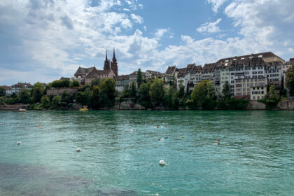 Drijvend in de Rijn door Bazel